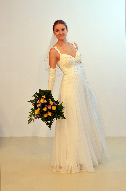 f8215a9c ... hvad vi kan gøre for dig. Ring på telefon 2452 2810 eller skriv til  contact@bridesbykaliszan.dk. Vi glæder os til at hjælpe dig med din  brudekjole.